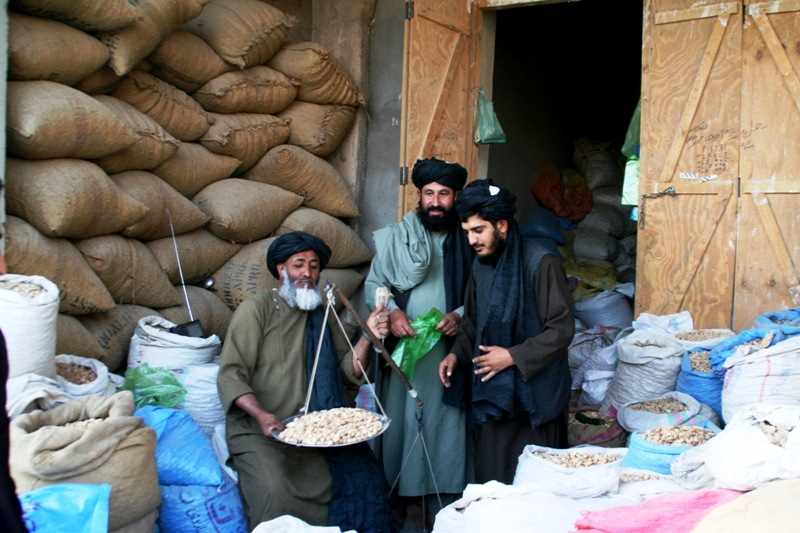 almond-market-in-uruzgan