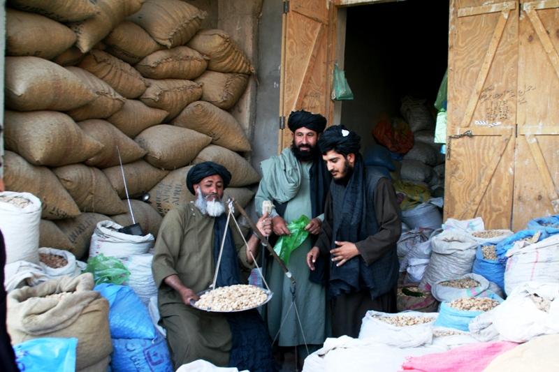 almond-market-in-uruzgan