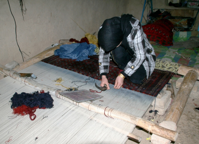 carpet-making-in-north-afghanistan