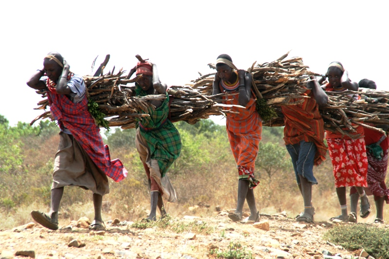 samburu-women-coming-home-with-firewood-2